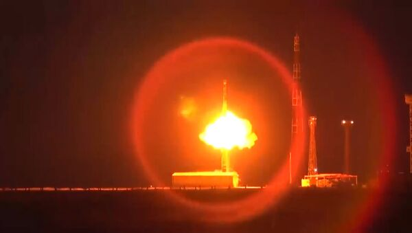 Ministerstvo obrany zveřejnilo video startu balistické rakety Topol-M - Sputnik Česká republika