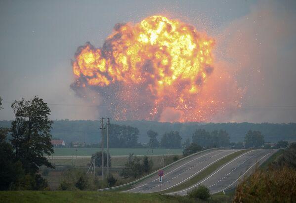 Požár a exploze ve skladech munice u města Kalinovka ve Vinnycké oblasti, Ukrajina - Sputnik Česká republika