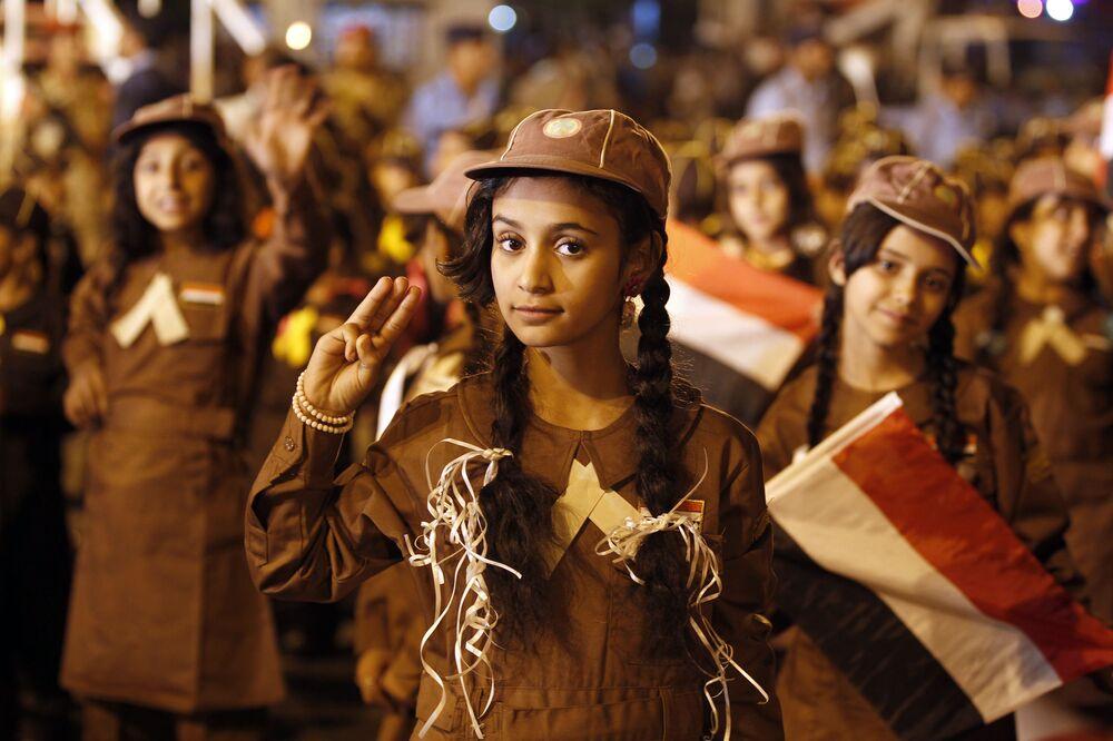 Skautky na přehlídce na počest výročí revoluce 1962. roku v San'á, Jemen