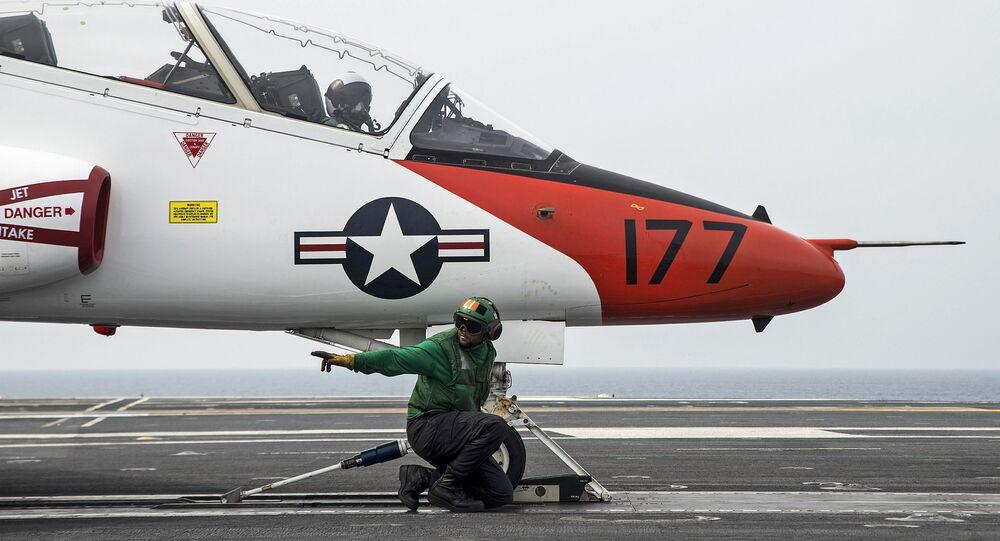 Výcvikový letoun amerického námořnictva T-45C Goshawk