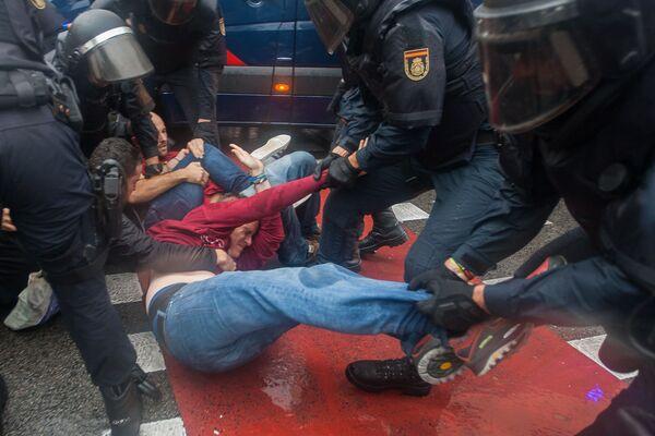 Katalánsko: referendum je pryč a modřiny zůstaly - Sputnik Česká republika