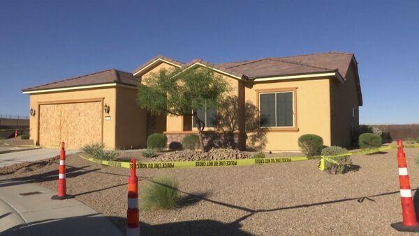 Policisté prohledali dům muže, který střílel v Las Vegas. Video - Sputnik Česká republika