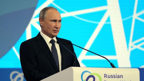 Ruský prezident Vladimir Putin na fóru Ruský energetický týden - Sputnik Česká republika