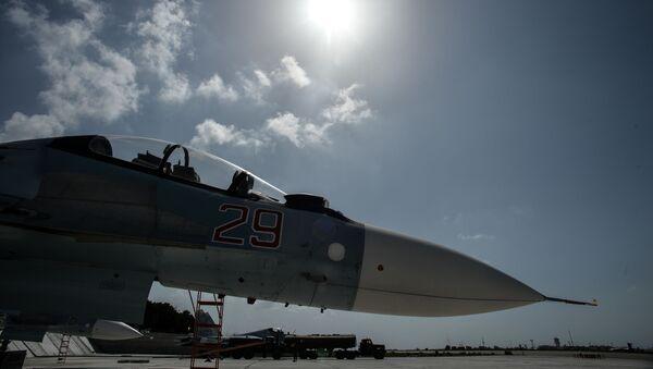 Ruská stíhačka Su-30 na základně Hmeimim - Sputnik Česká republika