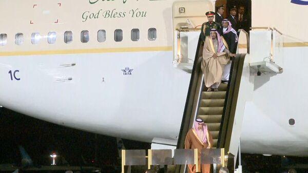 V Moskvě se u letadla krále Saúdské Arábie rozbily pojízdné schody - Sputnik Česká republika