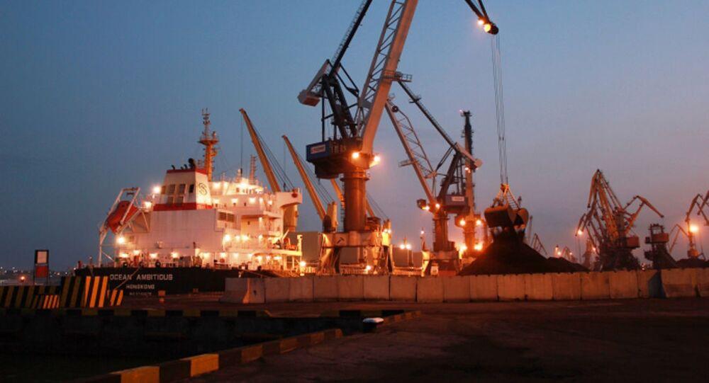 Loď Ocean Ambitious s americkým uhlím v oděském přístavu