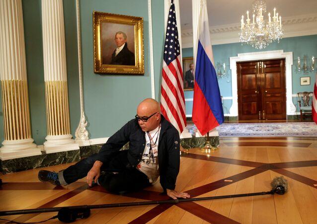 Před schůzkou Rexe Tillersona a Sergeje Lavrova