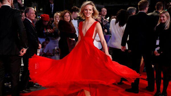 Herečka Charlotte Carrollová na galavečeři u příležitosti zahájení Londýnského filmového festivalu - Sputnik Česká republika