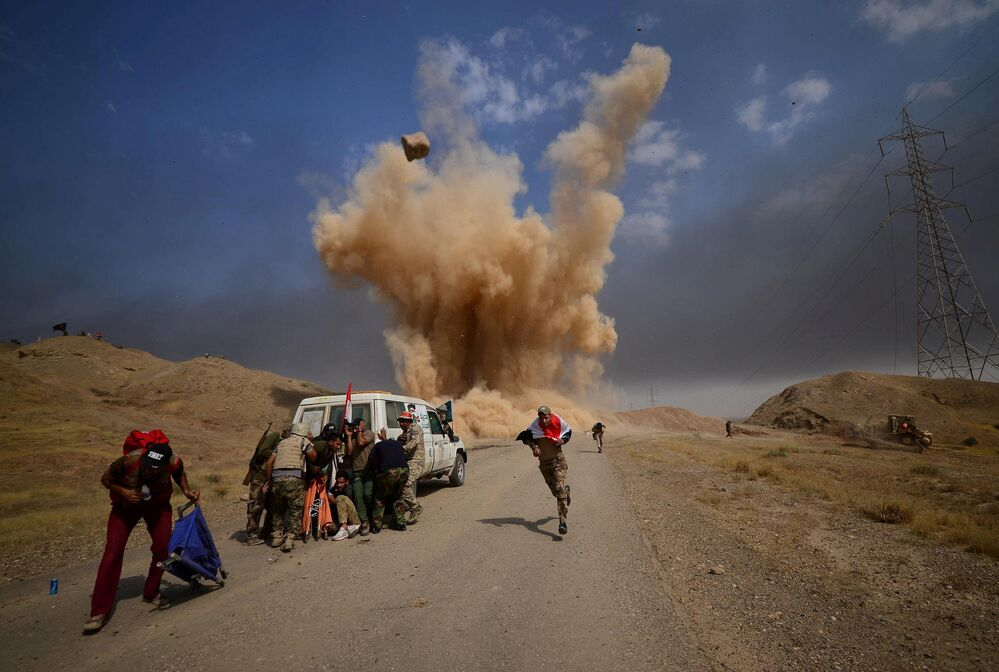Členové Lidových mobilizačních sil během útoku na irácké město Hawija