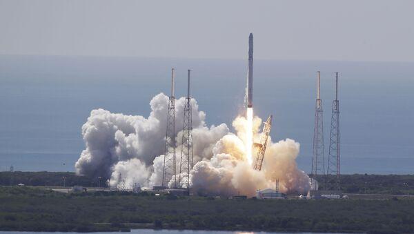 Startování rakety Falcon 9 - Sputnik Česká republika