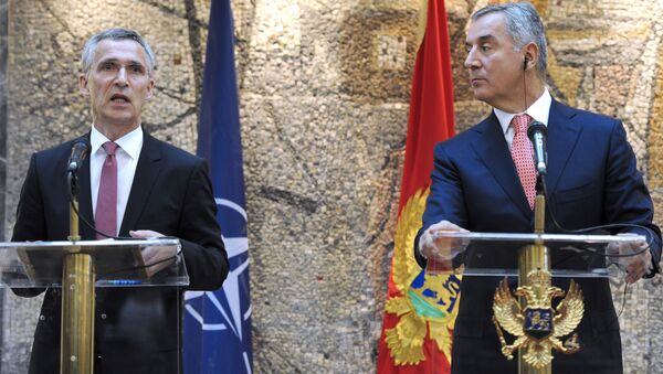 Generální tajemník NATO Jens Stoltenberg a černohorský premiér Milo Đukanović - Sputnik Česká republika