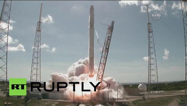 Raketa Falcon 9 se roztříštila hned po startu - Sputnik Česká republika