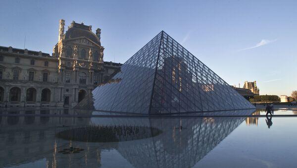 Louvre v Paříži - Sputnik Česká republika