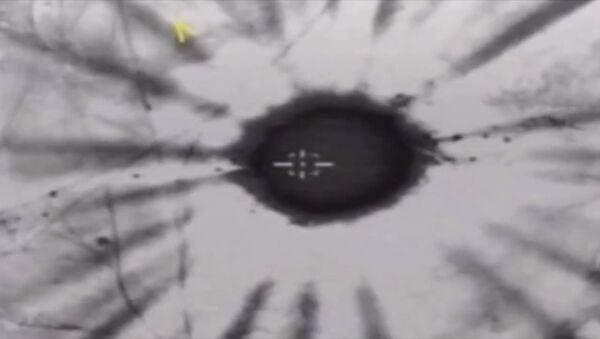 Ministerstvo obrany RF uveřejnilo videonahrávku leteckých náletů na objekty teroristů v Sýrii - Sputnik Česká republika