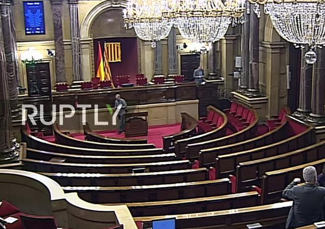 Puigdemont vystupuje před katalánským parlamentem