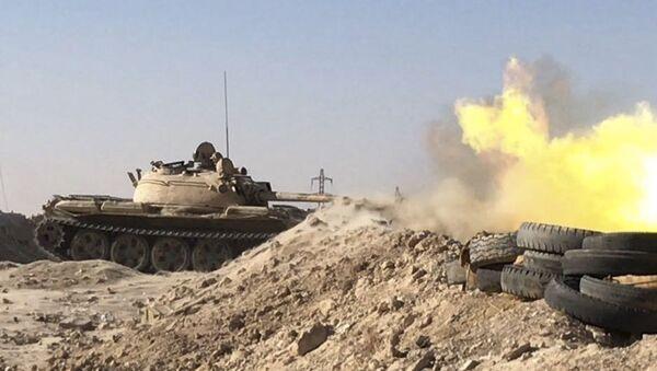 Vojenská technika syrské armády v okolí Dajr az-Zauru - Sputnik Česká republika