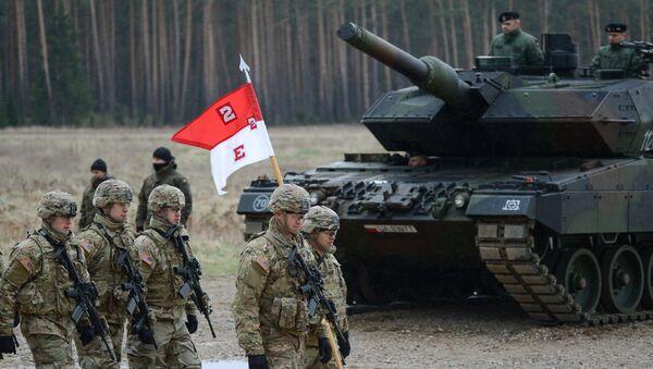 Polští vojáci vítají prapor NATO - Sputnik Česká republika