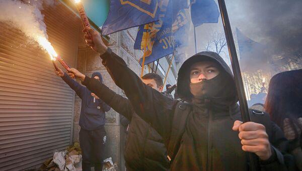 Příslušnici ukrajinské nacionalistické organizace Národní sbor - Sputnik Česká republika