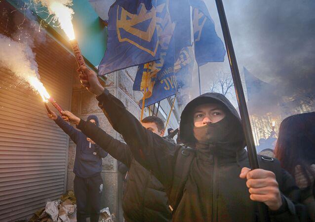 Příslušnici ukrajinské nacionalistické organizace Národní sbor