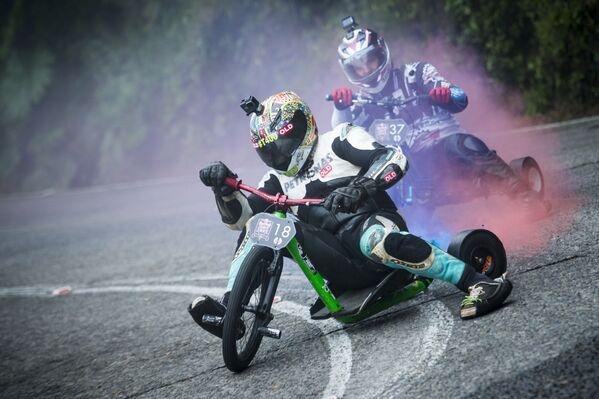 Účastníci soutěže Red Bull Trike Strike na tříkolových bicyklech v Brazílii - Sputnik Česká republika