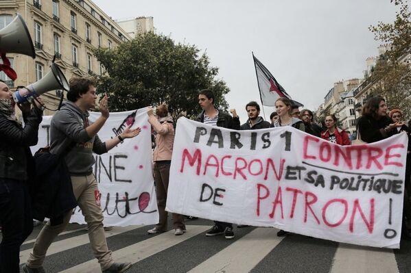 Účastníci protestní akce proti reformě zákoníku práce v Paříži - Sputnik Česká republika