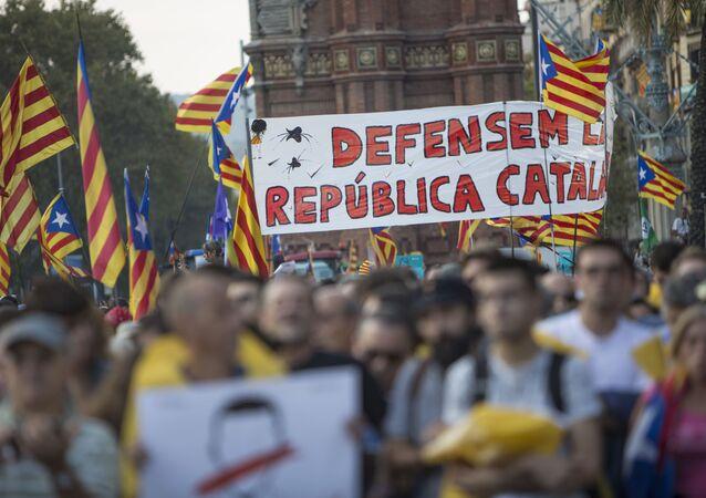 Obyvatelé Barcelony čekají na vyhlášení výsledků katalánského referenda o nezávislosti