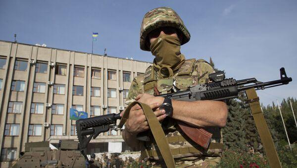 Ukrajinský voják ve městě Slavjansk - Sputnik Česká republika