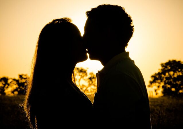 Romantický mladý pár