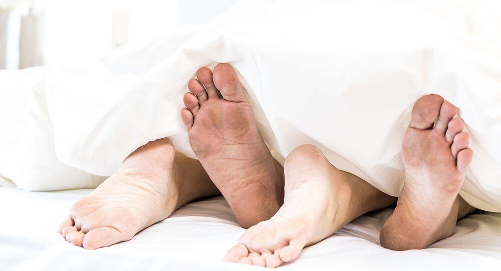 Nohy pod pokrývkou