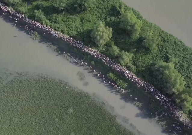 Dron natočil tisíce Rohingyů uprchlíků na hranici Myanmaru a Bangladéše. Video
