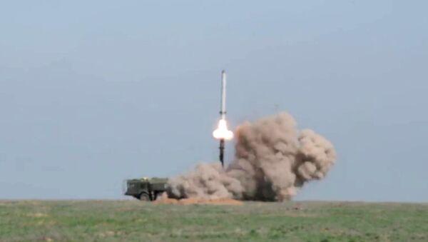 Start rakety z komplexu Iskaner M na polygonu v Astrachaňské oblasti - Sputnik Česká republika