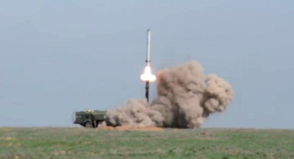 Start rakety z komplexu Iskaner M na polygonu v Astrachaňské oblasti