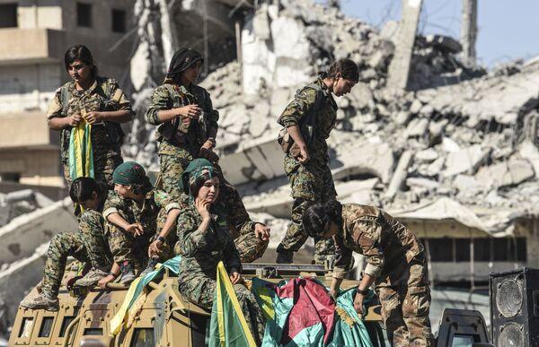 Vytrvalost a odhodlání: kurdské bojovnice - Sputnik Česká republika