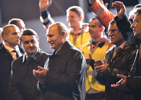 Prezident RF Vladimir Putin během pracovní cesty v Petrohradě - Sputnik Česká republika