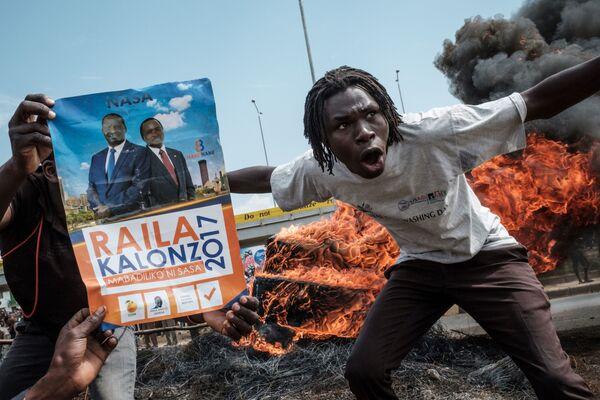 Demonstranti žádají demisi úředníků tvořících Nezávislou komisi pro volby a hranice, Keňa - Sputnik Česká republika