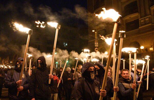 Účastníci pochodu v Kyjevě u příležitosti výročí založení ukrajinské povstalecké armády a Dne obránců Ukrajiny - Sputnik Česká republika