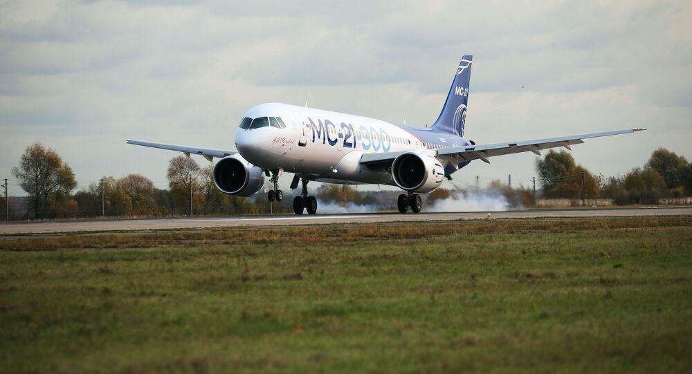 Letadlo MS-21 během prvního letu z Irkutsku do Žukovského u Moskvy