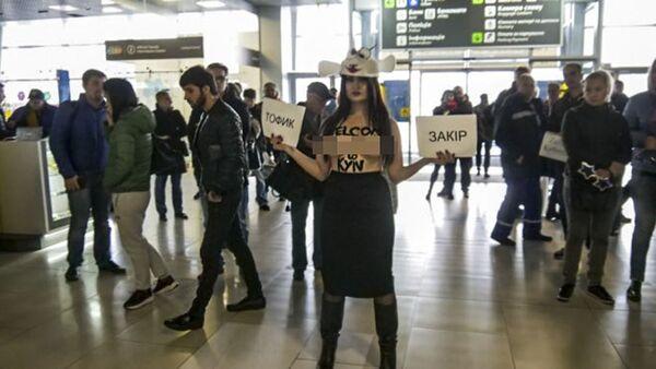 Polonahá aktivistka Femen se v kostýmu ovce postavila sex výletům na Ukrajinu - Sputnik Česká republika
