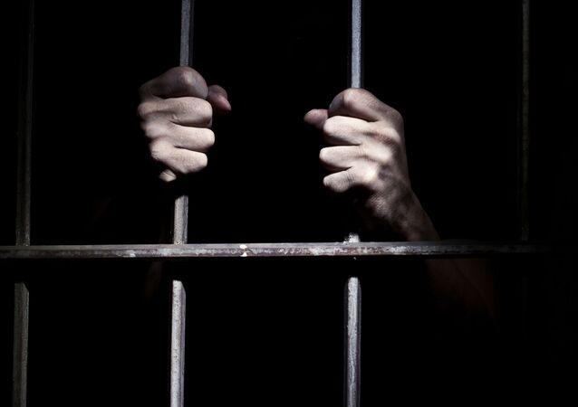Vězeň za mříží
