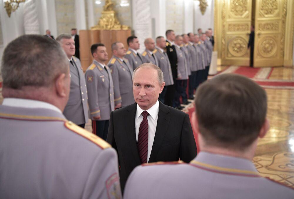 Ruský prezident Vladimir Putin během schůzky s vyššími důstojníky v Kremlu