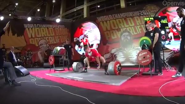 Světový rekord: Rus pozvedl činku, vážící 440 kg - Sputnik Česká republika