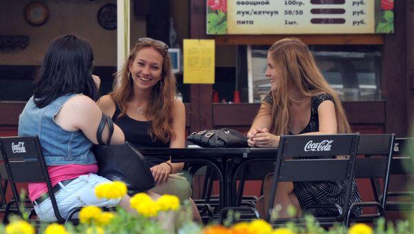 Dívky v jedné z moskevských kaváren - Sputnik Česká republika