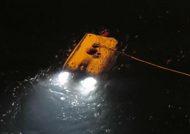 Záchranáři pátrají po Mi-8