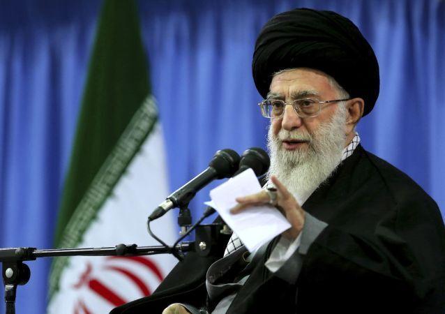 Nejvyšší vůdce Íránu ájatolláh Alí Chameneí