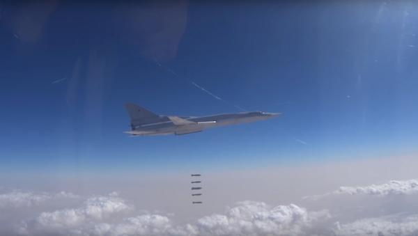 Ruské ministerstvo obrany zveřejnilo video útoku ruských VKS proti IS v Dajr az-Zauru - Sputnik Česká republika