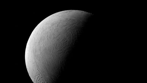 Saturnův měsíc Enceladus - Sputnik Česká republika