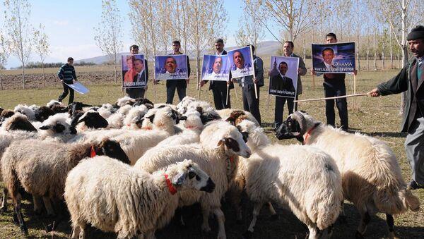 Venkovští obyvatelé s portréty bývalého amerického prezidenta Baracka Obamy, Turecko - Sputnik Česká republika