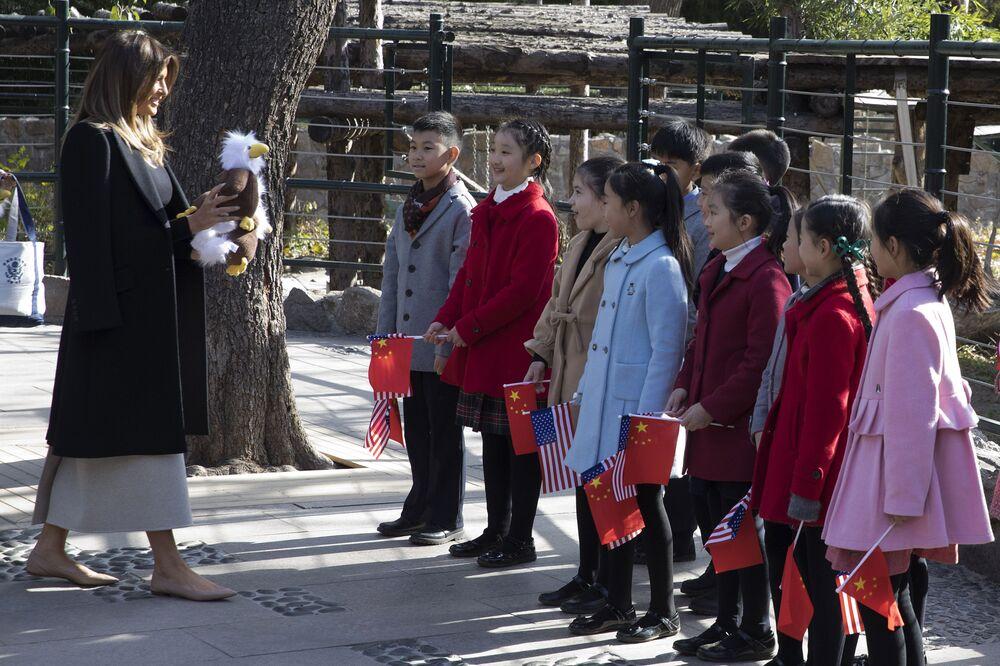 První dáma USA s čínskými dětmi.