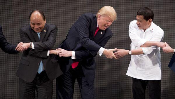 Nguyen Xuan Phuc, Donald Trump a Rodrigo Duterte na summitu ASEAN - Sputnik Česká republika
