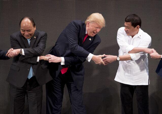 Nguyen Xuan Phuc, Donald Trump a Rodrigo Duterte na summitu ASEAN
